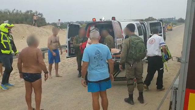 מכת ברק פגעה בשלושה אנשים בחוף זיקים (צילום: בראל אפרים)