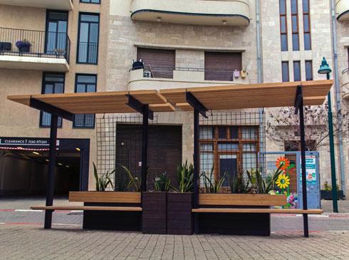 ריהוט רחוב שעיצב אלדור בעבודתו ב''קנה קש'', למען הכיכר בשכונת נגה ביפו (צילום: גיל אלדור)