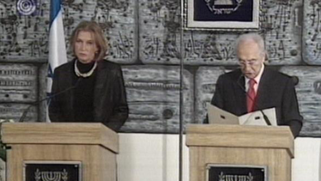 Tzipi Livni and Shimon Peres in 2008 (Photo: Coutesy of Channel 1)