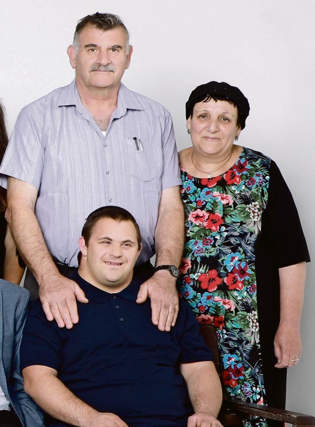 דוד פומברג, אביו של יאיר המתופף, הלוקה בתסמונת דאון | צילום: דנה קופל