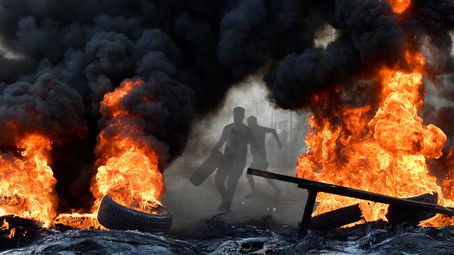Перекрытие дорог в Бейруте. Фото: EPA