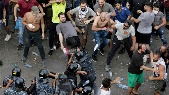 מחאות בלבנון נגד האלימות (צילום: AP)