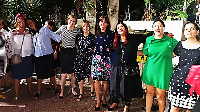 הנשים חוגגות בגבעת שמואל: עם חברות מועצת העיר שלומית מנטל ורונית לב ()