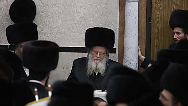 הרב שאול אלתר בהקפות השניות  (צילום: חיים גולדברג, כיכר השבת)