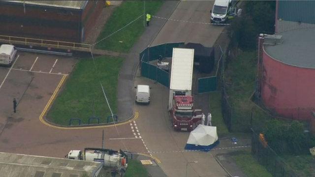39 גופות נמצאו ב מכולה של משאית אסקס בריטניה (צילום: AP )
