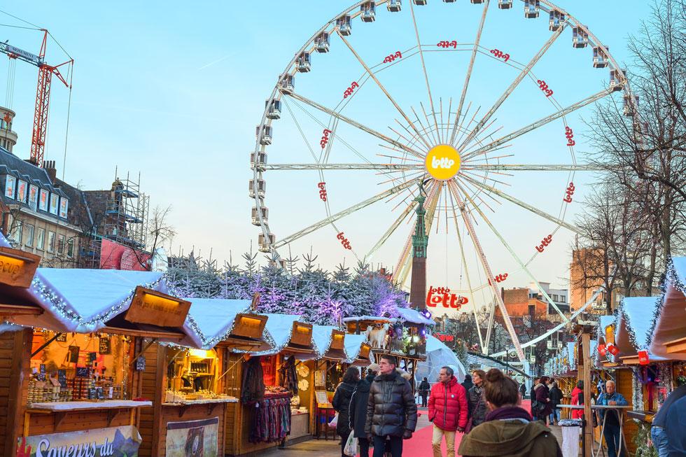 שוק חג המולד בבריסל. כ־200 דוכנים ואטרקציות קולינריות  (צילום: Cristian Puscasu / Shutterstock.com)