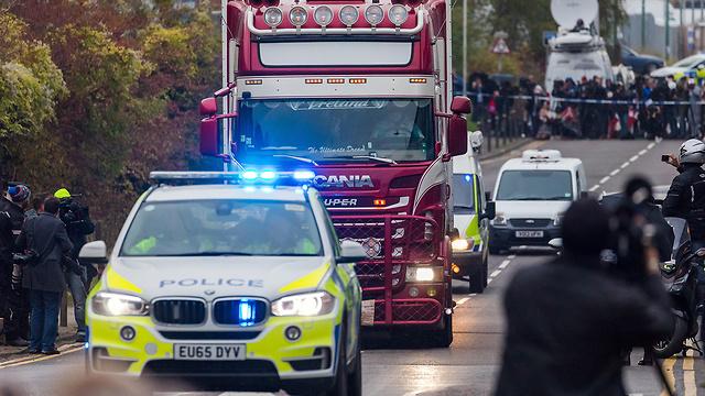 39 גופות נמצאו ב מכולה של משאית אסקס בריטניה (צילום: EPA)