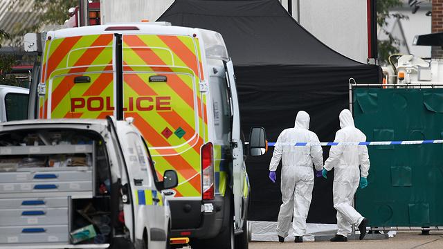 39 גופות נמצאו ב מכולה של משאית אסקס בריטניה (צילום: gettyimages)