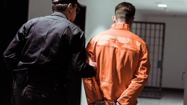 אילוס אילוסטרציה אסיר סוהר בית סוהר כלא (צילום: shutterstock)