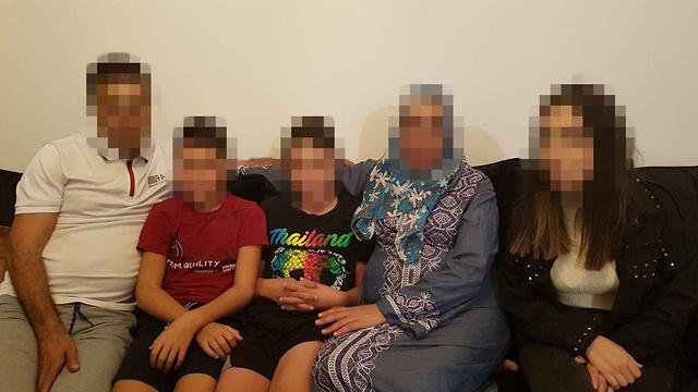 המשפחה אשר מקבלת איומים ()