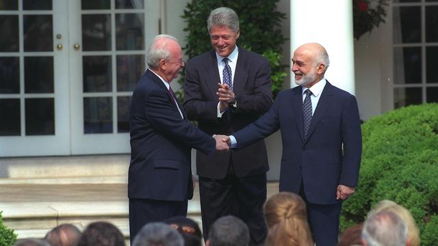 "Prime Minister Yitzah Rabin, U.S. President Bill Clinton and King Hussein of Jordan (Photo: GPO) (צילום: סער יעקב, לע""מ)"
