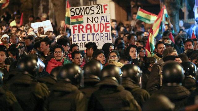 בחירות הפגנות בוליביה נגד הנשיא אבו מוראלס (צילום: EPA)