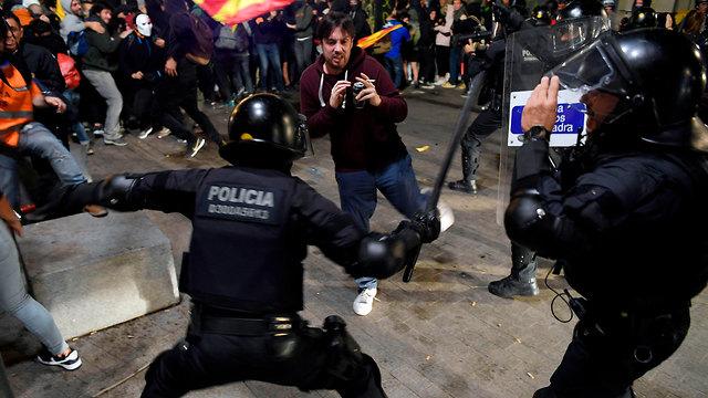 ברצלונה מהומות עצמאות קטלוניה (צילום: AFP)