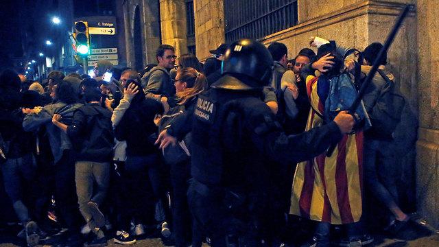 ברצלונה מהומות עצמאות קטלוניה (צילום: EPA)