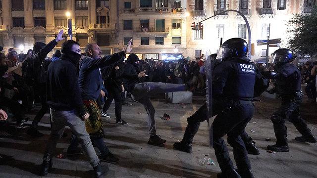 ברצלונה מהומות עצמאות קטלוניה (צילום: gettyimages)