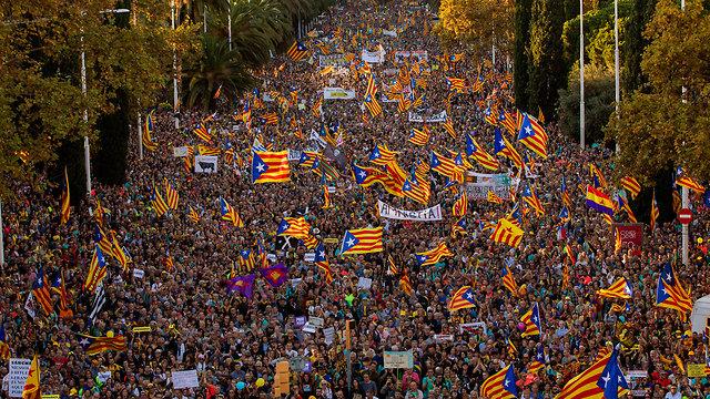 ברצלונה מהומות עצמאות קטלוניה (צילום: AP)