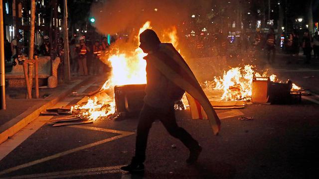 הפגנות בברצלונה (צילום: EPA)