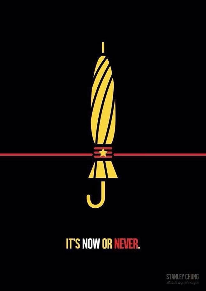 ''זה עכשיו או לעולם לא'' - כרזה שמתייחסת לגל המחאה של 2014, שזכה לכינוי ''מחאת המטריות''. כעת, המטרייה סגורה בכוכב הסיני