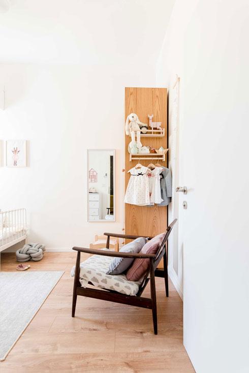 הכניסה לחדר השינה של הילדות. יש גם דלת שנפתחת החוצה, כמתחייב בממ''ד (צילום: קרין רבנה)