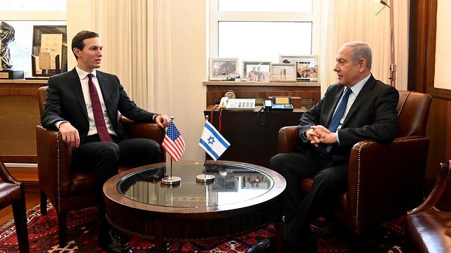 ראש הממשלה בנימין נתניהו עפ ג'ארד קושנר (צילום: Matty Stern/U.S. Embassy Jerusalem)