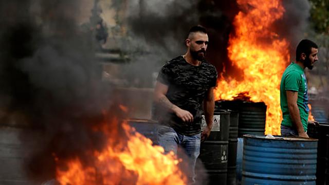 הפגנות מחאה ביירות לבנון  (צילום: AP)