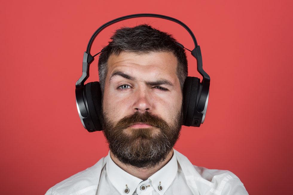 אוזניות הבלוטות' חוסמות הרעשים שחשקת בהן ועולות 1,000 שקל? ברור לך שאונליין תביא אותן ב-500 (צילום: Shutterstock)