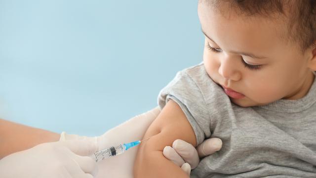 אילוס מחט חיסון חיסונים זריקה (צילום: shutterstock)