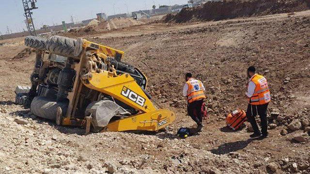 הטרקטור ההפוך (צילום: הקבוצה למאבק בתאונות בניין ותעשייה)