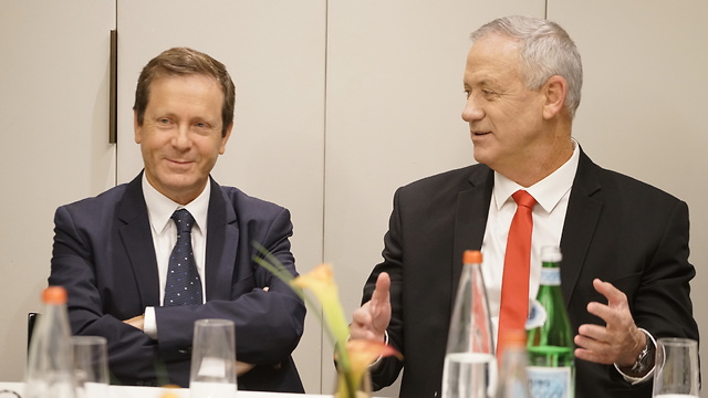 Gantz alongside Chairman of the Jewish Agency for Israel Isaac Herzog (Photo: Yossi Funes)