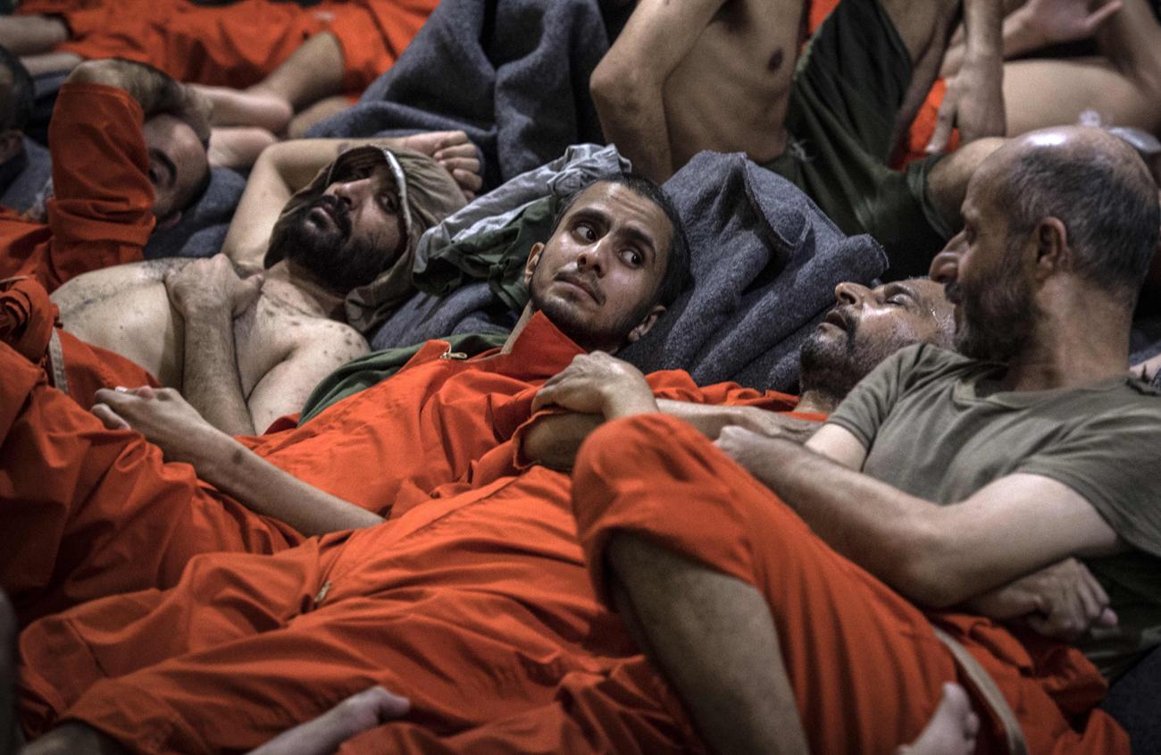 מחבלים מ דאעש ב כלא של ה כורדים ב סוריה (צילום: AFP)