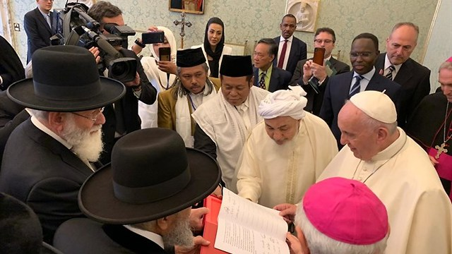 Religious leaders sign declaration on assisted suicide (Photo: Chief Rabbinate spokesperson)