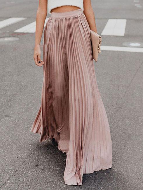 המלצה שלנו: חצאית מקסי מפליסה בצבע פודרה, 105 שקל (צילום: מתוך newchic.com)