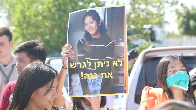 Students and teachers demonstrate against planned deportation of two of their friends to the Philippines (Photo: Motti Kimchi))