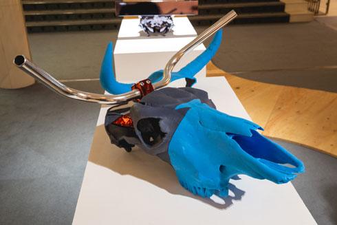 גולגלות בקר בהדפסת תלת ממד. שיתוף פעולה של המעצב דב גנשרוא עם חברת ''סטרטסיס''  (צילום: באדיבות בית הנסן)