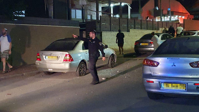 A policeman talks to local residents after a rocket barrage was fired at Sderot on Friday night (Photo: Roei  Idan)