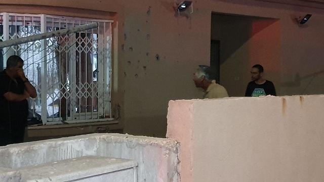 Обстрелянный дом в Сдероте. Фото: Роин Идан