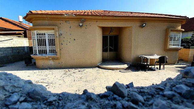A house in Sderot which suffered a direct hit (Photo: Roee Idan)