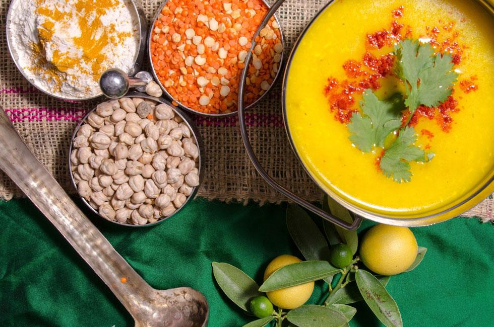 מוליגטוני - מרק עדשים מתובל (צילום: יפית בשבקין)