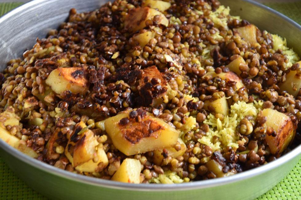 תבשיל ביתי ספוג טעמים - מקלובה טבעונית (צילום: דינה משה)