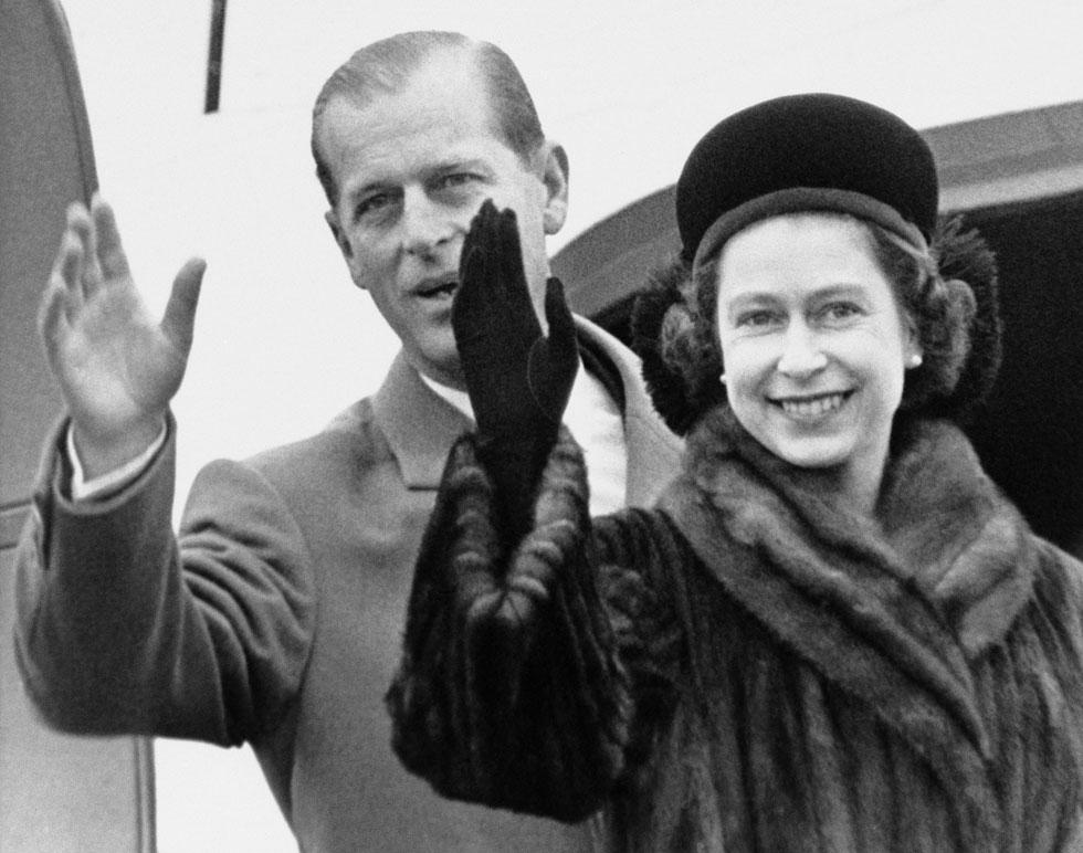 דמות ממלכתית המזוהה עם פרווה. המלכה אליזבת, 1963 (צילום: AP)