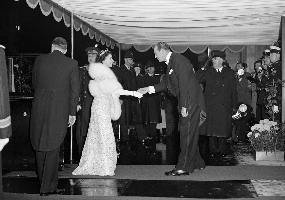 המחווה הסימבולית של המלכה צפויה בהחלט לחזק את דעת הקהל בבריטניה על אי לבישה ומכירה של פרווה (צילום: Keystone/GettyimagesIL)