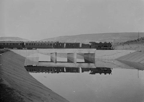תחבורה הייתה חלק בלתי נפרד מהחשיבה של התקופה, ולכן הוקמה תחנת רכבת (צילום: Library of Congress, Prints & Photographs Division, LC-DIG-matpc-15238)