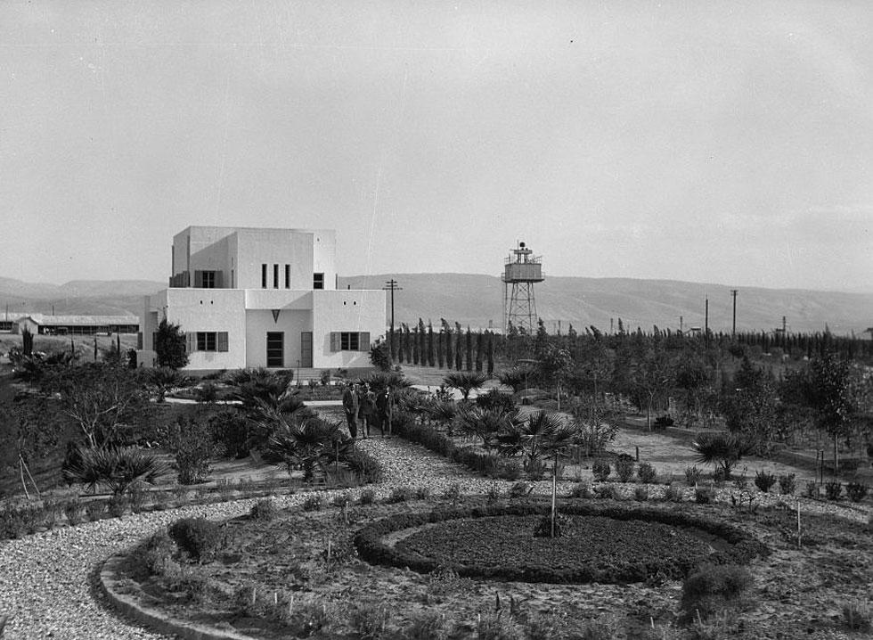 מיטב האדריכלים היהודים של התקופה היו מעורבים בתוכניות המתחם, שבמרכזו עמד ''הבית הלבן'' של פנחס רוטנברג, האיש והאגדה (צילום: Library of Congress, Prints & Photographs Division, LC-DIG-matpc-15241)