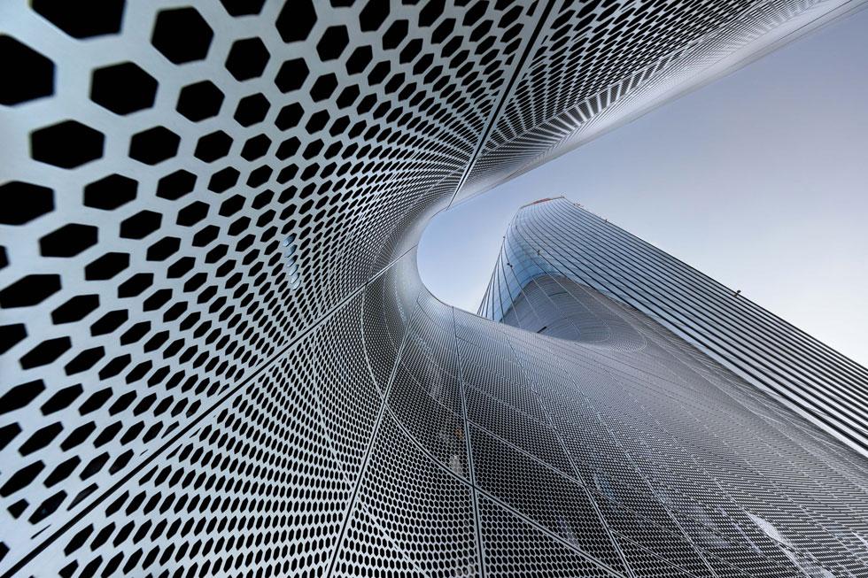 מגדל ג'נרלי במילאנו, בתכנון זאהה חדיד אדריכלים. אחד מארבע המתמודדים על הפרס בקטגוריית צילומי חוץ (צילום: Marco Tagliarino/APA19/Sto)