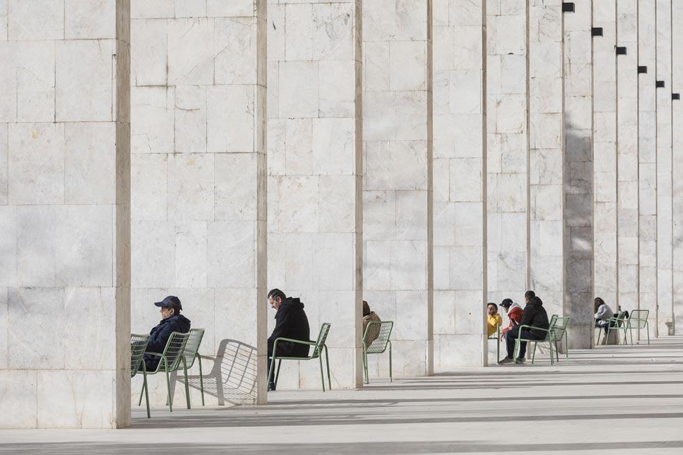 הנה צילום נוסף של גיניצויו: הכיכר שלמרגלות בית האופרה של טיראנה, בירת אלבניה. פרויקט של 51N4E (צילום: Laurian Ghinitoiu/APA19/Sto)