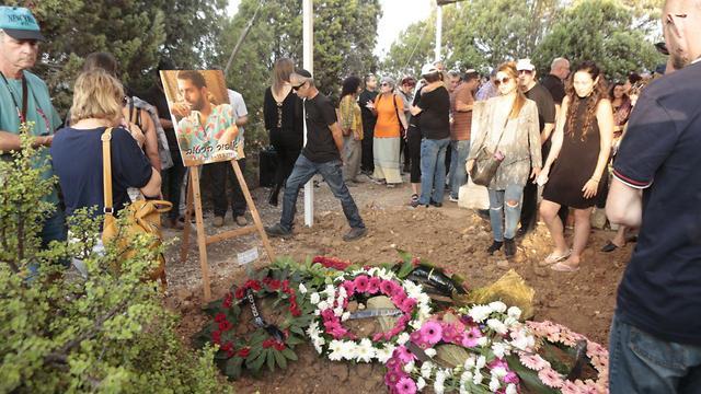 הלוויתו של אופיר הרטוב (צילום: תומר שונם הלוי)