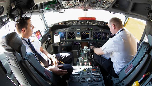 טייסים תא טייס (צילום: shutterstock)