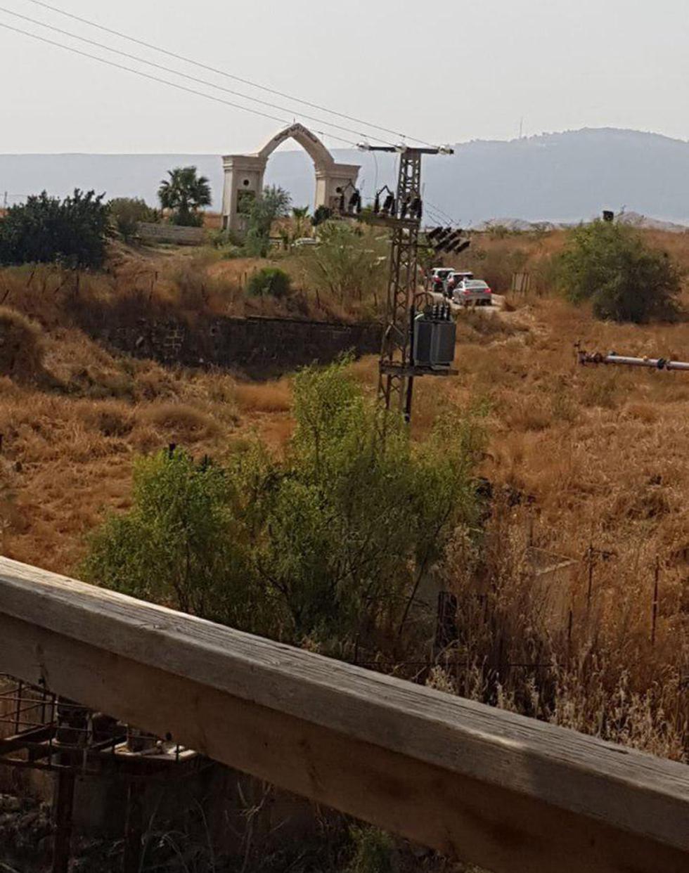 ישראלים נכנסים ל ירדן דרך נהריים  (צילום: רותם כבסה)