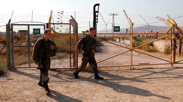 נעילת שער הגבול בנהריים (צילום: AFP)