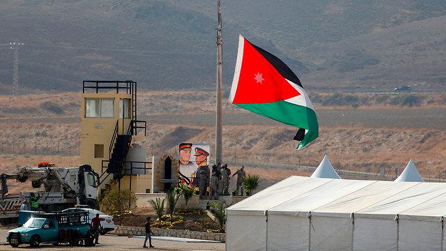 הכנות ל טקס ב נהריים ירדן (צילום: AFP)